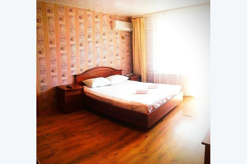 1-комн. квартира, 40 кв.м. на 4 человека, улица Калинина, 14, Хабаровск - Фотография 1