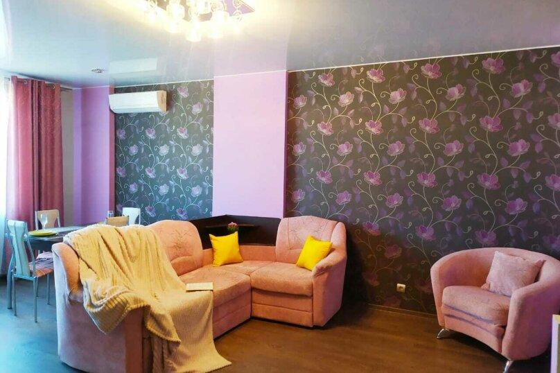 2-комн. квартира, 55 кв.м. на 4 человека, улица Гайдара, 13, Хабаровск - Фотография 1