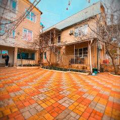 Гостевой дом «Южный Дворик», улица Максима Горького, 19 на 24 комнаты - Фотография 1