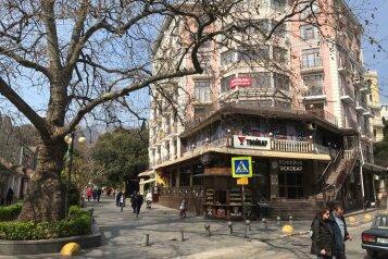 """Гостиниц """"TVOYALTA HOTEL"""", Боткинская улица, 2В на 5 номеров - Фотография 1"""