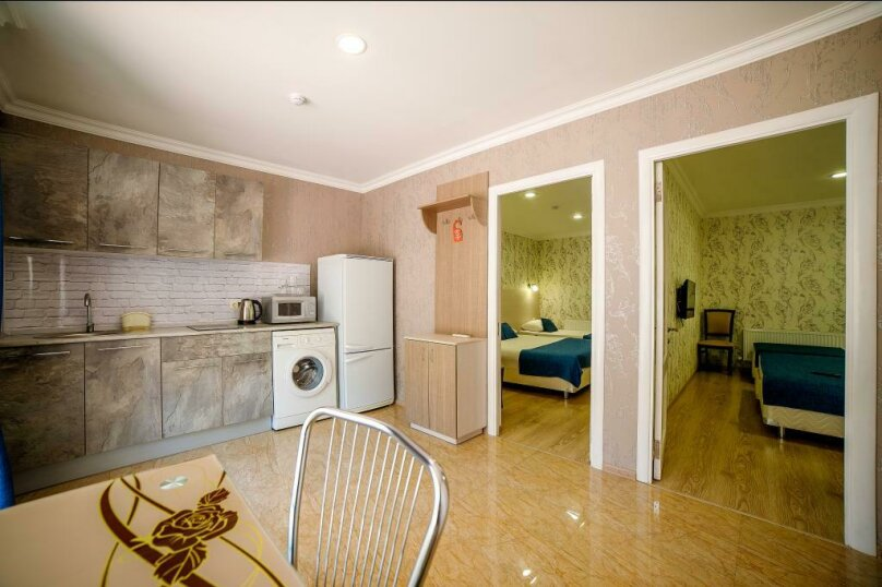Апартаменты 2х-комнатные с кухней 4х-местные, улица Гоголя, 17, Геленджик - Фотография 1