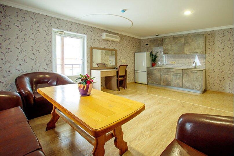 «Люкс» 2-комнатный с кухней и балконом, улица Гоголя, 17, Геленджик - Фотография 7