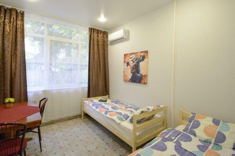 Двухместный номер с 2 отдельными кроватями и ванной комнатой, улица Островского, 47, Сочи - Фотография 1