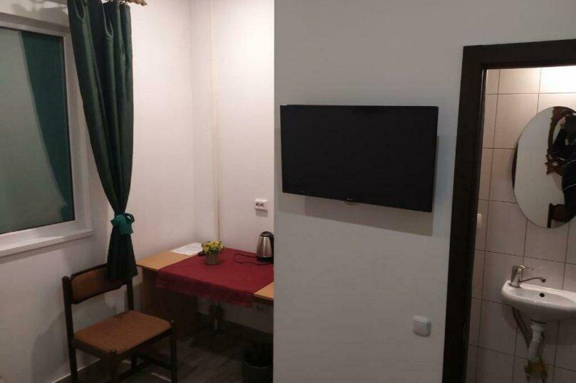 Бюджетный двухместный номер с 1 кроватью (без окна), улица Островского, 47, Сочи - Фотография 1