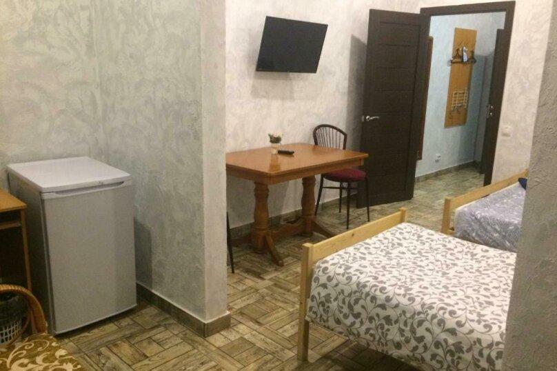 Cемейный номер с собственной ванной комнатой, улица Островского, 47, Сочи - Фотография 4