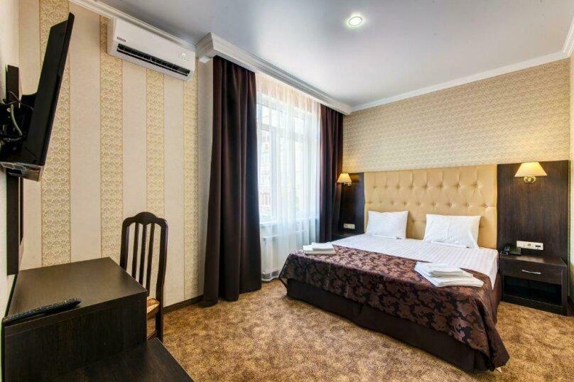 Люкс 2х-комнатный с балконом 2х-местный, улица Островского, 35, Геленджик - Фотография 1