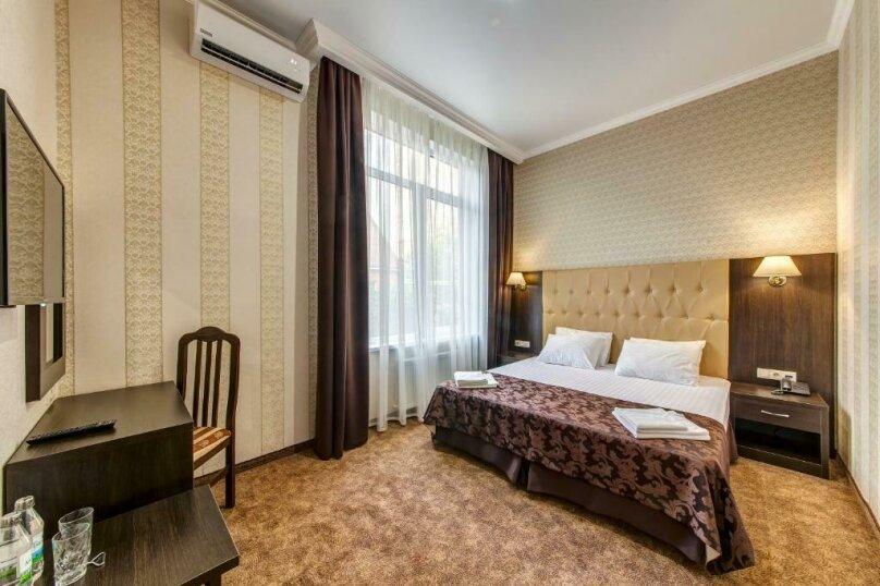 Люкс 2х-комнатный без балкона 2х-местный, улица Островского, 35, Геленджик - Фотография 5