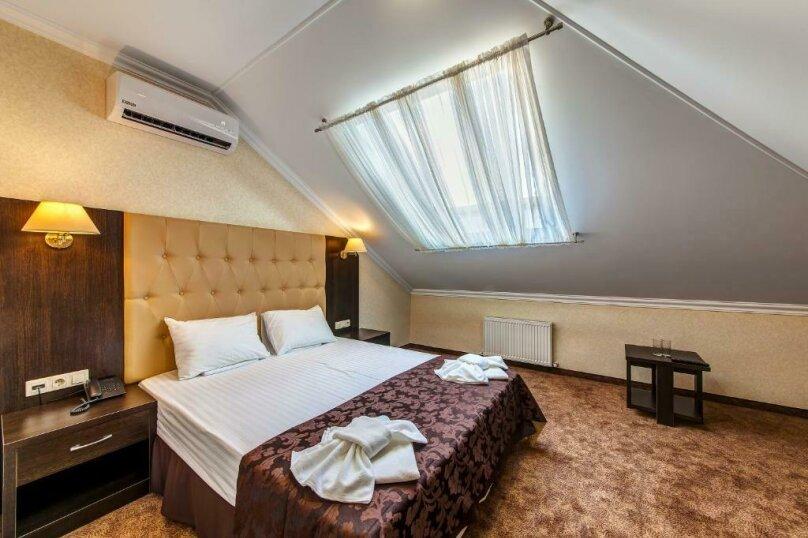 Комфорт 2х-комнатный (мансарда) 2х-местный, улица Островского, 35, Геленджик - Фотография 1