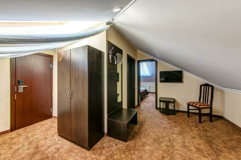 Комфорт 2х-комнатный (мансарда) 2х-местный, улица Островского, 35, Геленджик - Фотография 3