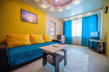 2-комн. квартира, 64 кв.м. на 4 человека, улица Цвиллинга, 47Б, Челябинск - Фотография 1