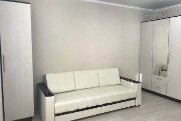 2-комн. квартира, 55 кв.м. на 6 человек, микрорайон Горизонт, 57, Ольгинка - Фотография 1