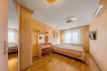 2-комн. квартира, 65 кв.м. на 5 человек, улица Воровского, 36Б, Челябинск - Фотография 1