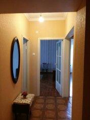 2-комн. квартира, 80 кв.м. на 5 человек, улица Абазгаа, 61, Гагра - Фотография 1