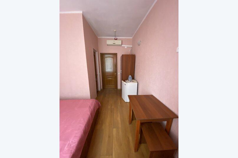 Однокомнатный номер с двухспальной кроватью, Ленина, 100б, Коктебель - Фотография 2