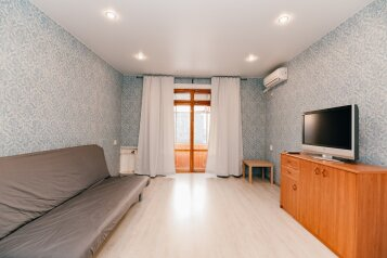 2-комн. квартира, 60 кв.м. на 5 человек, улица Гаяза Исхаки, 8, Казань - Фотография 1