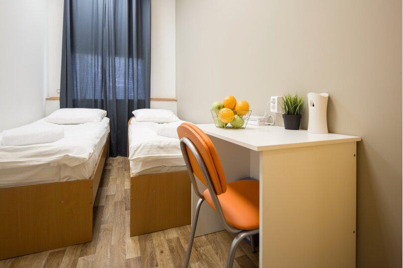 Двухместный номер эконом класса с двумя кроватями, улица Грязнова, 1Б, Иркутск - Фотография 1