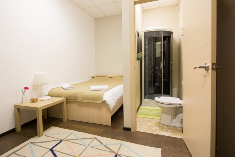 Двухместный номер с собственной ванной комнатой + диван, улица Грязнова, 1Б, Иркутск - Фотография 3