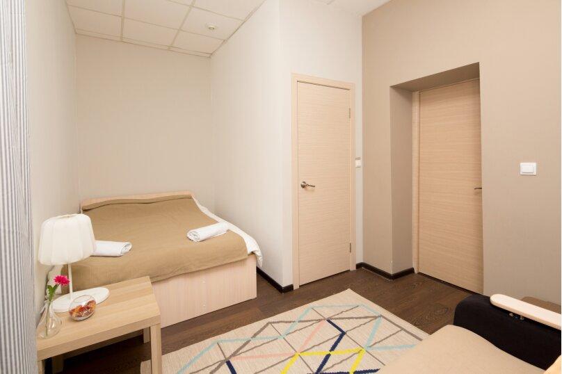 Двухместный номер с собственной ванной комнатой + диван, улица Грязнова, 1Б, Иркутск - Фотография 1