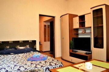 1-комн. квартира, 40 кв.м. на 4 человека, проспект Ленина, 65, Мурманск - Фотография 1
