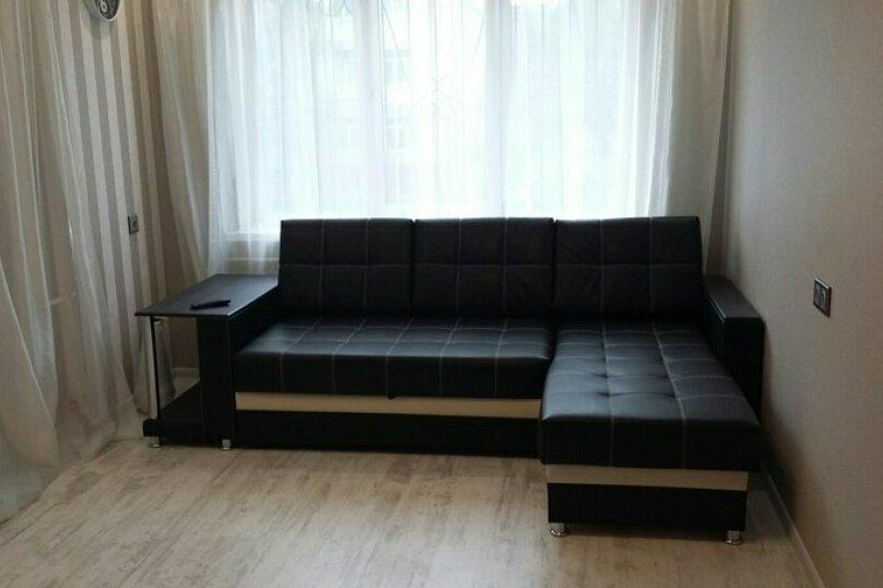 2-комн. квартира, 55 кв.м. на 5 человек, улица Чкалова, 57, Барнаул - Фотография 1