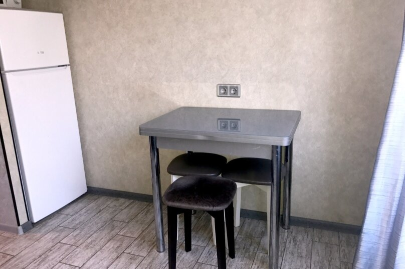 2-комн. квартира, 55 кв.м. на 5 человек, улица Чкалова, 57, Барнаул - Фотография 35