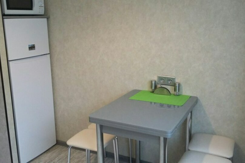 2-комн. квартира, 55 кв.м. на 5 человек, улица Чкалова, 57, Барнаул - Фотография 56