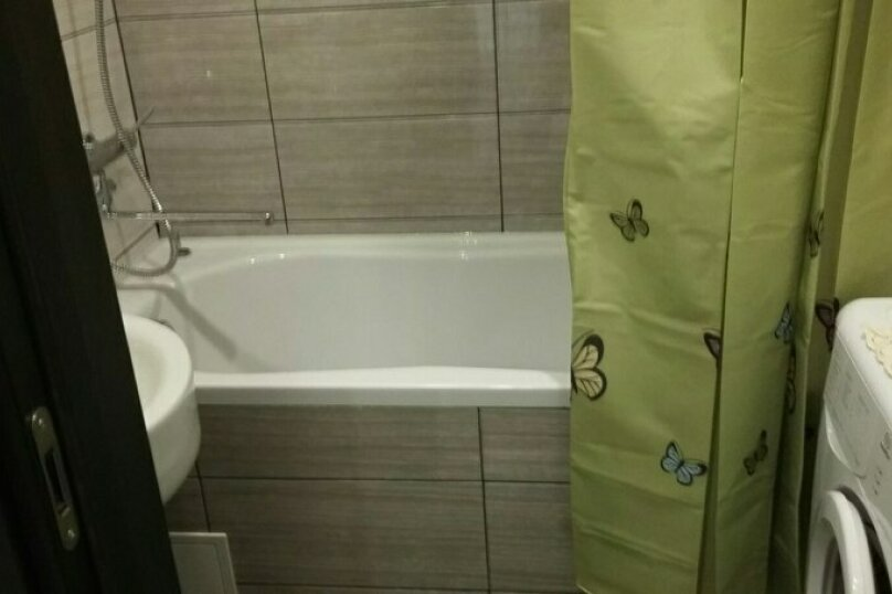 2-комн. квартира, 55 кв.м. на 5 человек, улица Чкалова, 57, Барнаул - Фотография 59