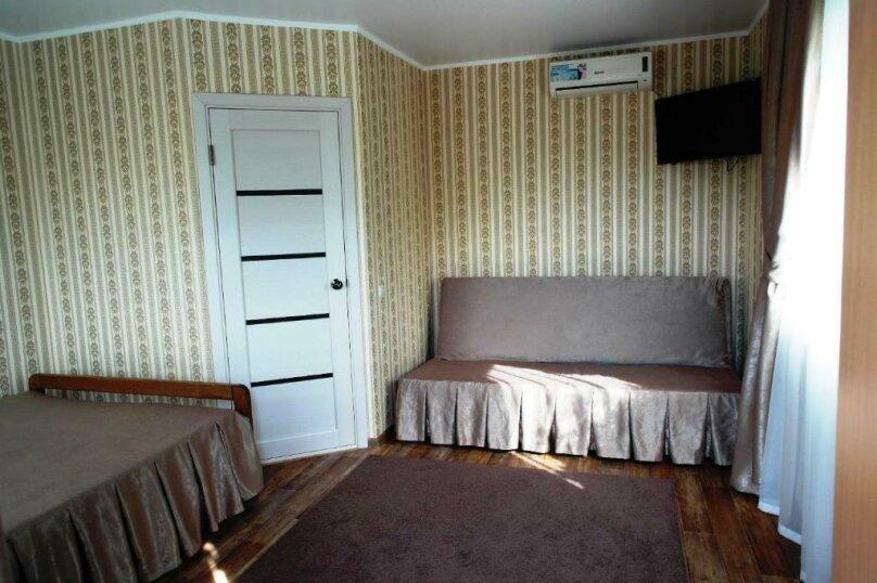 Улучшенный двухместный номер с 1 кроватью или 2 отдельными кроватями, Ростовская улица, 9, Ейск - Фотография 3