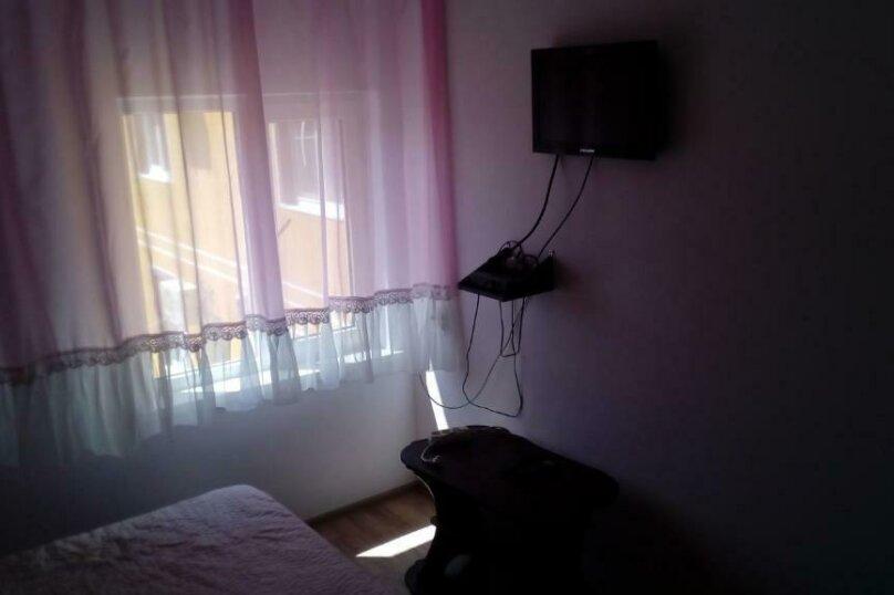 Четырехместный номер с балконом, Озёрная улица, 29, ПК Кавказ, Голубицкая - Фотография 5