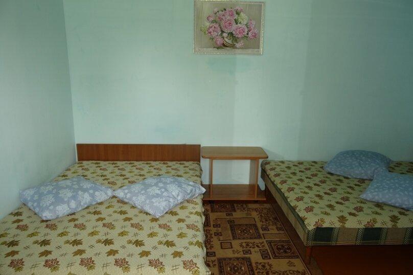 Четырехместный номер, Советская улица, 76, Голубицкая - Фотография 1
