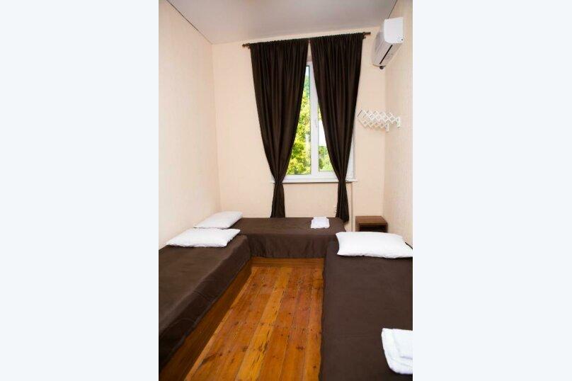 Трехместный номер эконом-класса с общей ванной комнатой, улица Харазия, 2, Новый Афон - Фотография 6