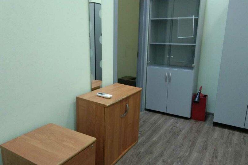 Трех местный номер с одной двухспальной кроватью и одной односпальной (семейный), 2-я Рощинская улица, 4, Москва - Фотография 1