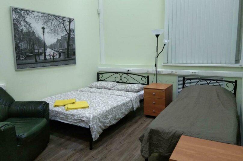Трех местный номер с одной двухспальной кроватью и одной односпальной (семейный), 2-я Рощинская улица, 4, Москва - Фотография 2