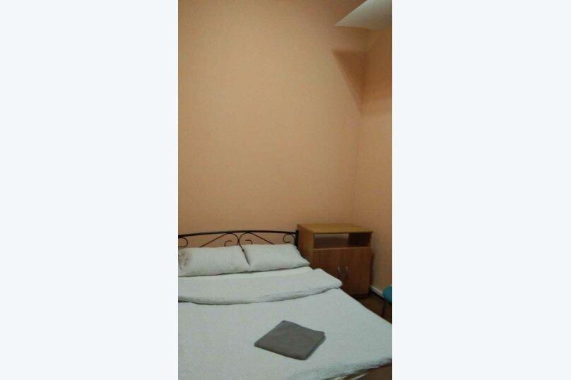 Двух местный номер с одной двухспальной кроватью с окном, 2-я Рощинская улица, 4, Москва - Фотография 2