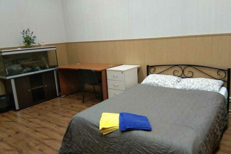 Двух местный номер с одной двухспальной кроватью с окном, 2-я Рощинская улица, 4, Москва - Фотография 4