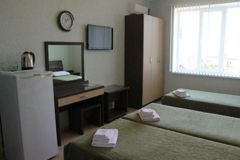 Стандартный трехместный номер, улица Одоевского, 91А, Лазаревское - Фотография 4