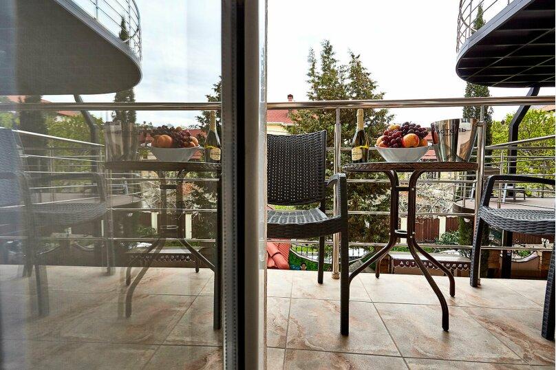 Улучшенный номер сбалконом, Школьная улица, 1, Геленджик - Фотография 9