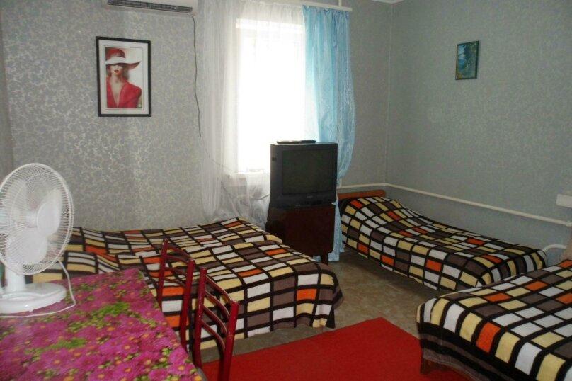 Комната 4-х местная в двухкомнатном номере, микрорайон Солнечный, Ялтинская улица, 18, Геленджик - Фотография 1