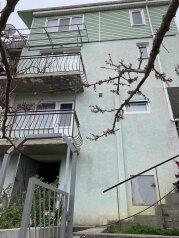 """Гостевой дом """"На Токмаковых, 12В"""", улица Токмаковых, 12 В на 2 комнаты - Фотография 1"""