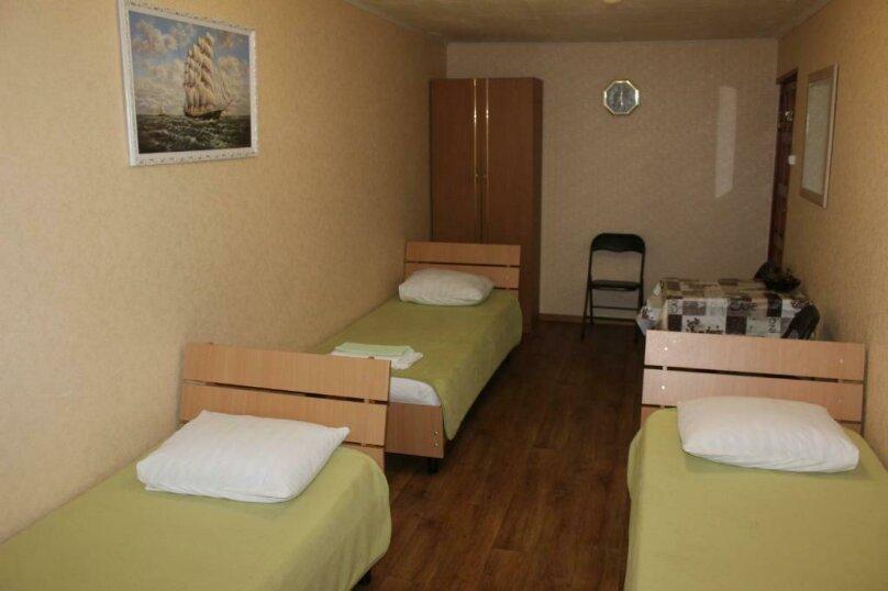 Трехместный номер эконом-класса с общей ванной комнатой, Аэродромная улица, 3А, Лазаревское - Фотография 1
