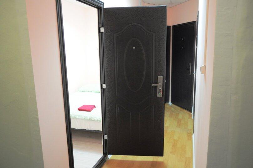 Небольшой бюджетный номер с 1 двухспальной кроватью, без окна, Садовая улица, 28-30к1, Санкт-Петербург - Фотография 1
