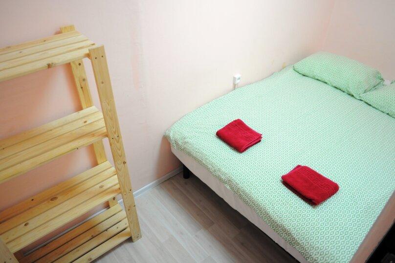 Небольшой бюджетный номер с 1 двухспальной кроватью, без окна, Садовая улица, 28-30к1, Санкт-Петербург - Фотография 2