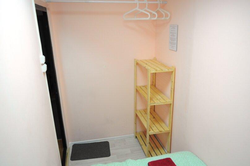 Небольшой бюджетный номер с 1 двухспальной кроватью, без окна, Садовая улица, 28-30к1, Санкт-Петербург - Фотография 3
