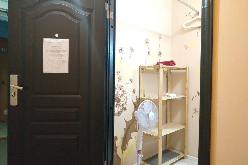 Небольшой бюджетный номер с 1 двухспальной кроватью, без окна, Садовая улица, 28-30к1, Санкт-Петербург - Фотография 12