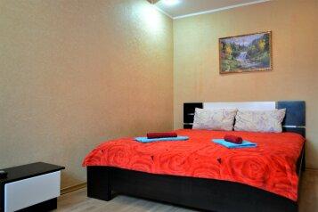 2-комн. квартира, 48 кв.м. на 6 человек, улица Воровского, 13, Мурманск - Фотография 1