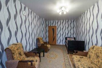 1-комн. квартира, 51 кв.м. на 3 человека, бульвар Архитекторов, 13, Омск - Фотография 1