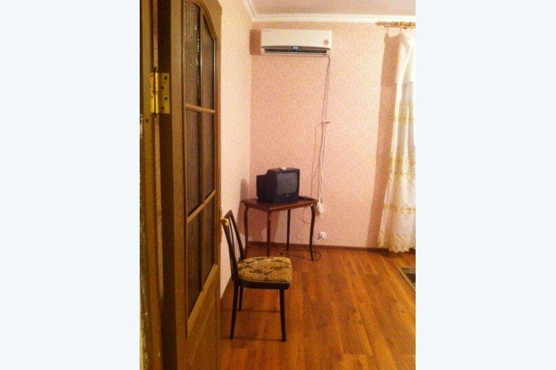 3-комн. квартира, 70 кв.м. на 8 человек, улица Лакоба, 12, Гагра - Фотография 9