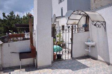 Трехэтажный коттедж, 150 кв.м. на 6 человек, 2 спальни, Никитский ботанический сад , 34Г, Никита, Ялта - Фотография 1