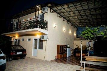 """Отель """"Пальма"""", улица Туманяна, 5 на 3 комнаты - Фотография 1"""