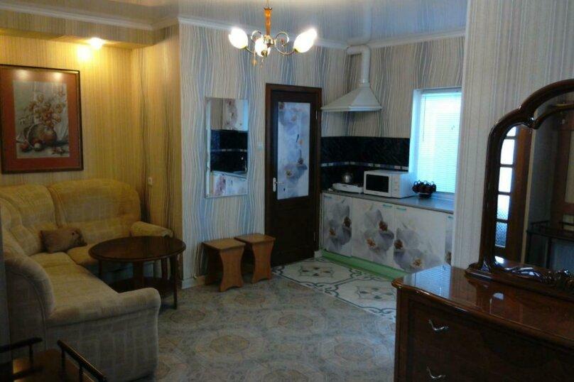 Комната Люкс с двумя спальнями, микрорайон Тонкий Мыс, Ясная улица, 21, Геленджик - Фотография 1
